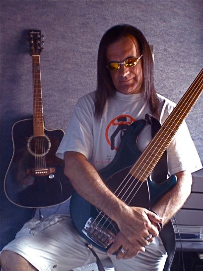 Kev cradles his bass paternally.......